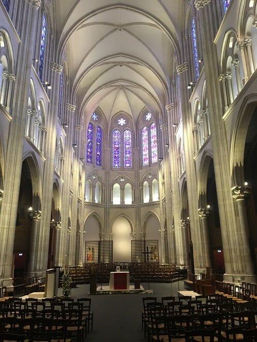 Vue intérieure de l'église Saint-Ignace de Paris