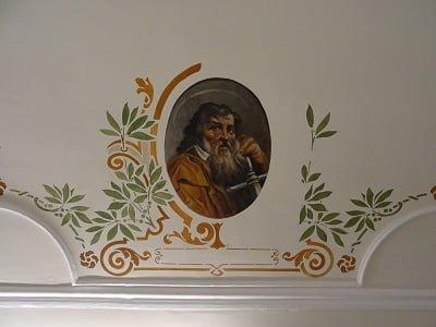 Médaillon restauré dans l'église de Slins