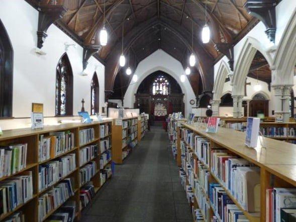 Eglise aménagée en bibliothèque