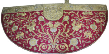 Uneexpositionsur desvêtements liturgiques somptueuxdatant du 18e siècle (TAMAT)
