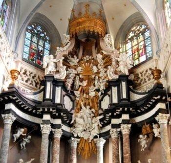 La lumière dans les retables baroques : quelle signification donner au motif de la gloire ?