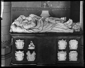 Un reflet de l'histoire des seigneurs de Trazegnies : étude de trois monuments funéraires