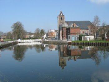 Publication : Voyagez à travers les 18 églises de La Louvière