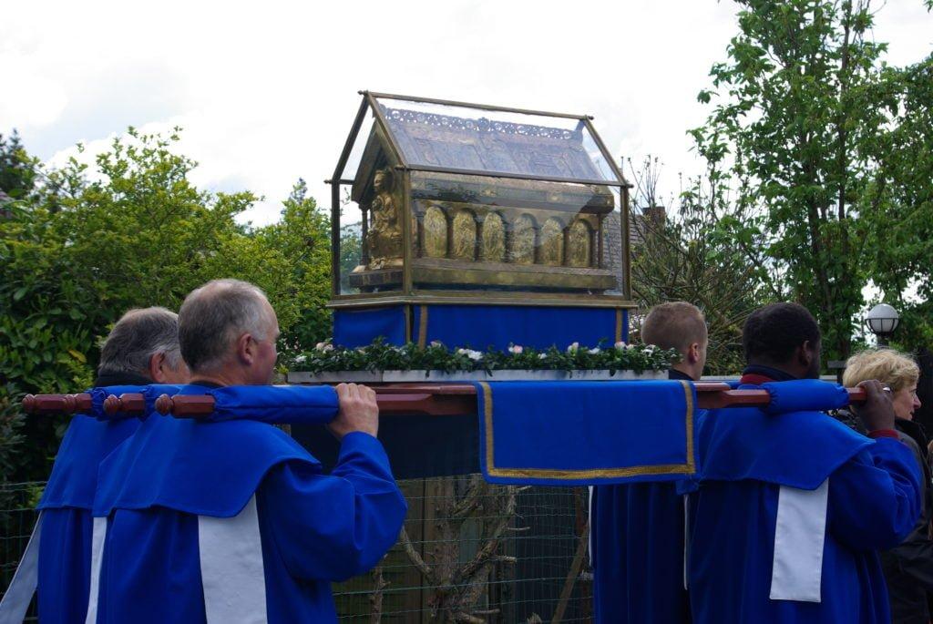 Châsse saint Symphorien en procession.