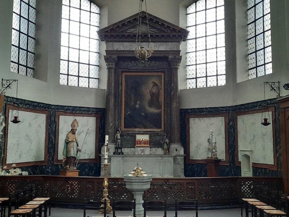 autel avec statues