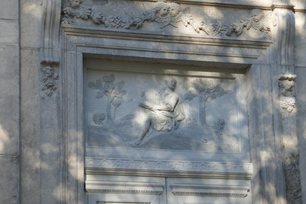 bas-relief-saint-sacrement-liège_Conversion_de_saint_augustin